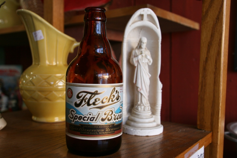 antique-shop-103-flecks-beer-bottle