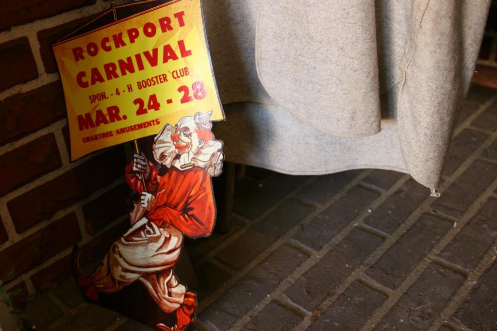 antique-shop-106-clown-graphic