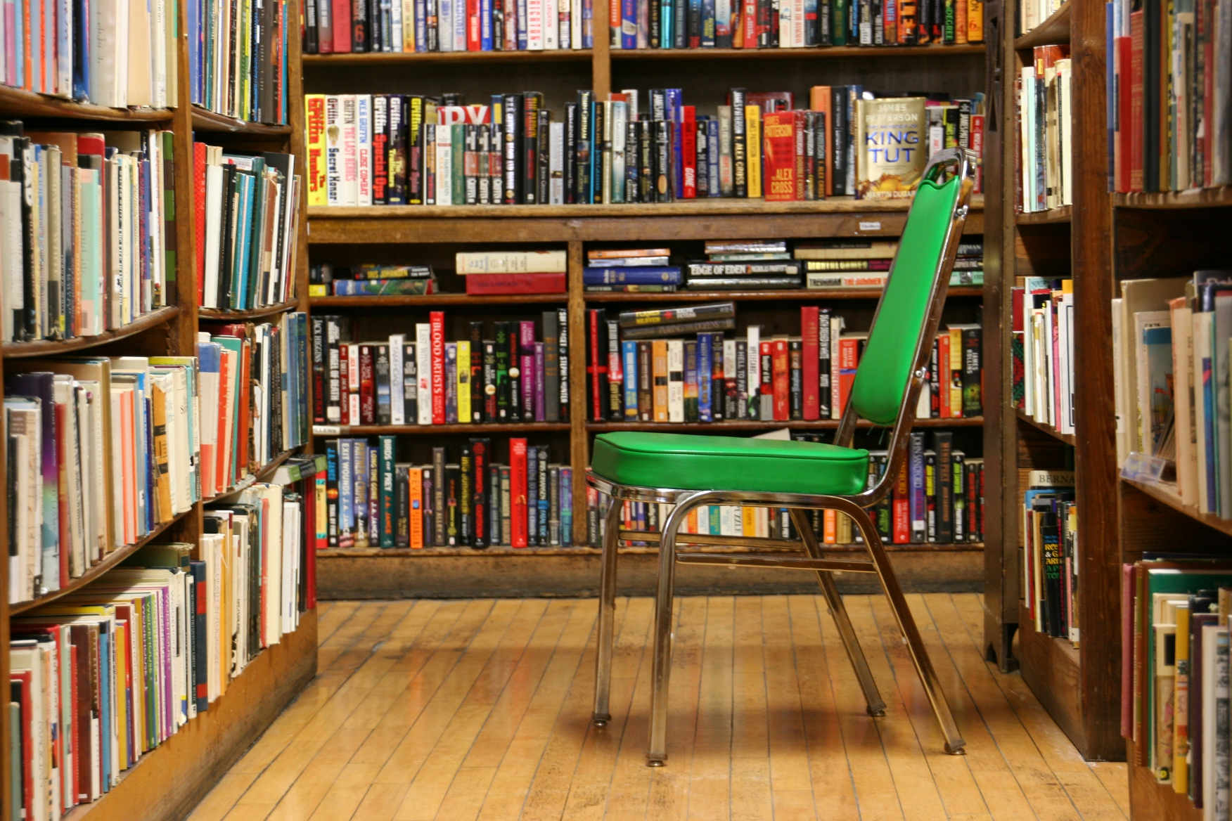 Pleasing Bookstore 74 Green Chair Among Bookshelves Minnesota Download Free Architecture Designs Jebrpmadebymaigaardcom